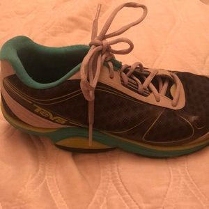 Teva sneaker shoes size 5.5. Good condition.